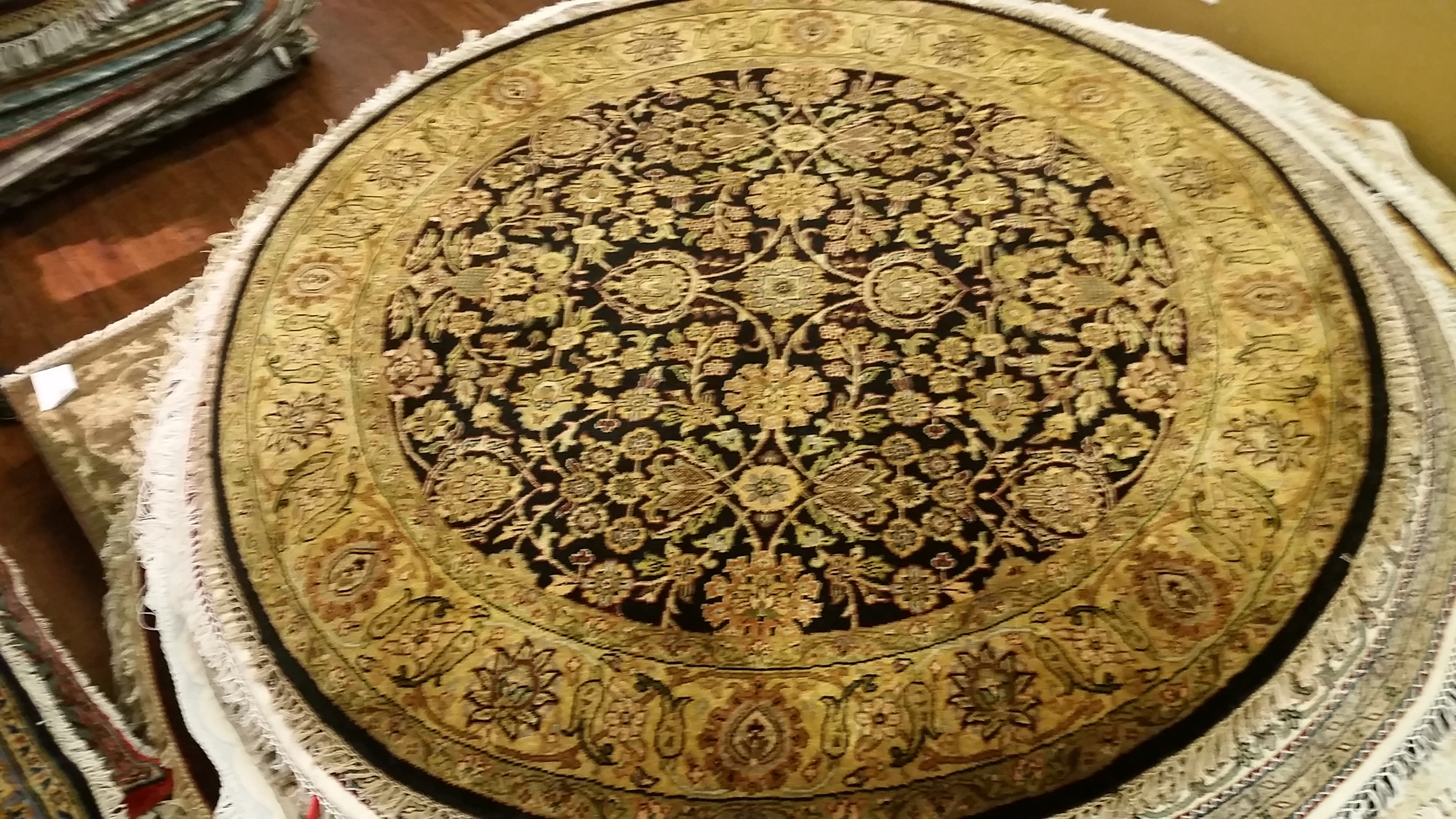 Round persian carpets persian oriental rugs store in for Round carpets and rugs